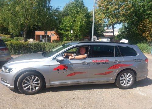 Dirk und der Passat | Fahrlehrer Bad Oldesloe / Reinfeld